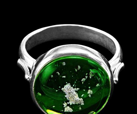 Ring green on black-hairless